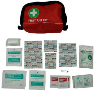 DELUXE FIRST AID KIT 33 / 70 PIECE CAR MOTORIST HOLIDAY CAMPING HIKING FAMILY